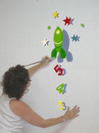 Top tip paint a children s mural easily using an for Best projector for mural painting