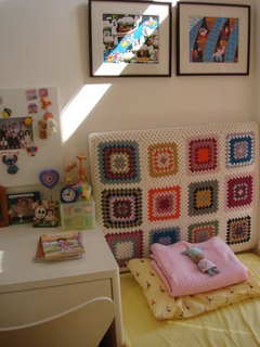 crocheted-headboard-2