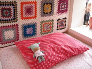 crocheted-headboard